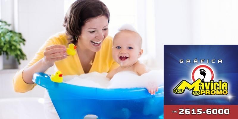 Johnson s moderniza produtos para bebês   Guia da Farmácia   Imã de geladeira e Gráfica Mavicle Promo